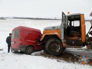 Форд-курьер влетел под грузовик
