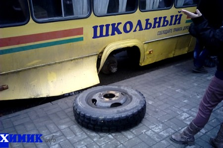 В центре Полоцка автобус потерял колесо